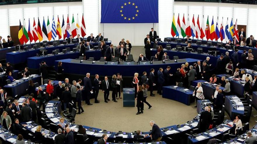 La UE aprueba el calendario de transición para reducir las emisiones en la aviación