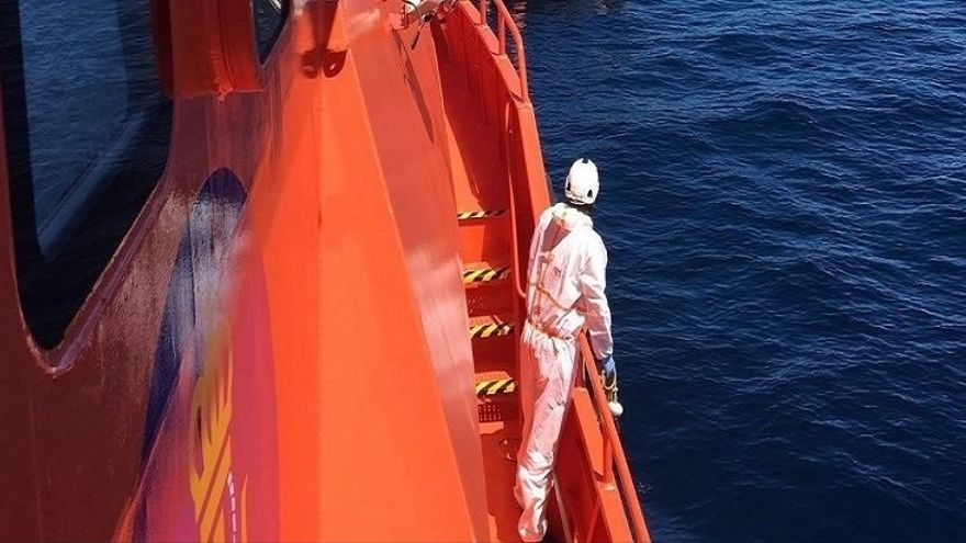 Rescatadas 46 personas, dos de ellas menores, de una patera en el Mar de Alborán