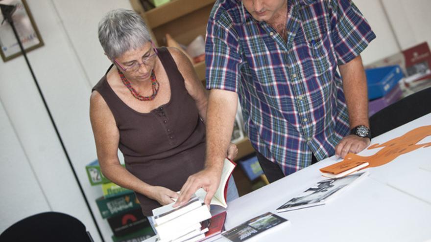Jordi Panyella y Antònia Barba, impulsores de Pol·len Edicions, que suele emplear el 'crowdfunding'. FOTO: ANDREA BOSCH