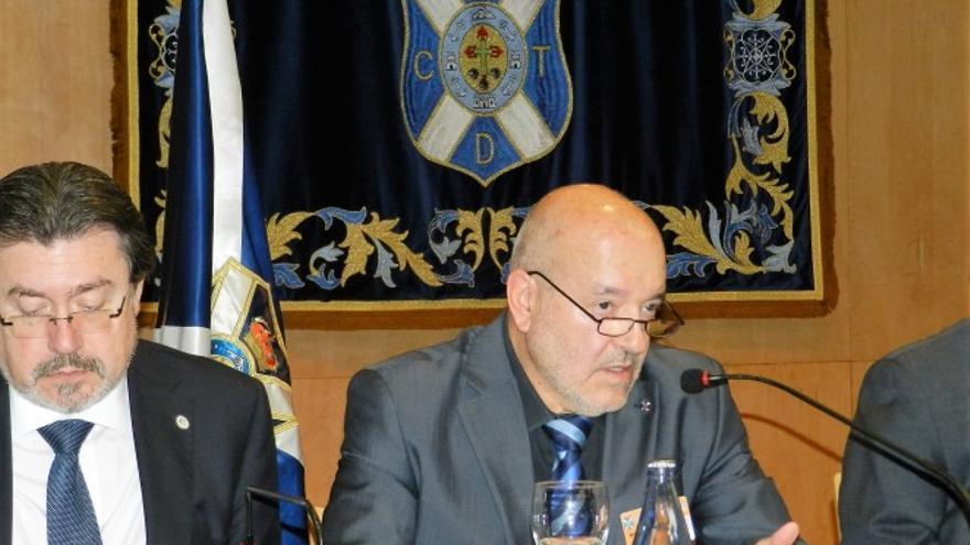 El presidente del CD Tenerife, Miguel Concepción, durante a rueda de prensa posterior a la junta de accionistas