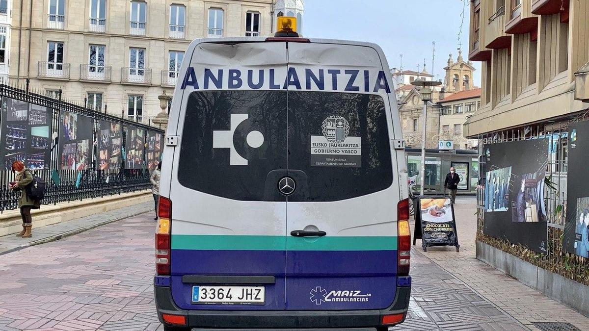 Una ambulancia, en el centro de Vitoria