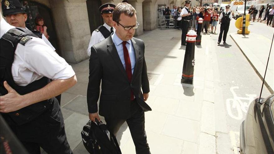 Andy Coulson, exjefe de prensa de Cameron, sale de la cárcel