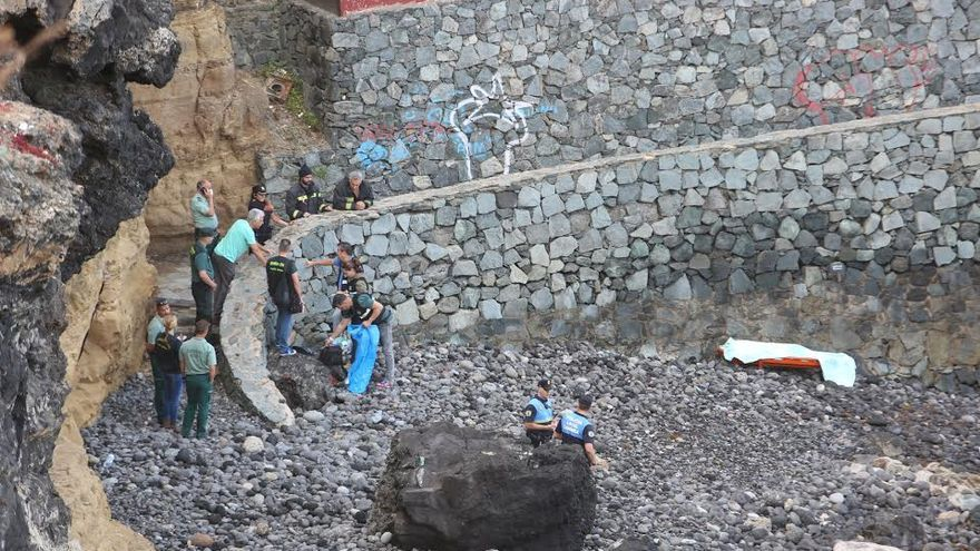Cádaver aparecido a la altura de La Casa Roja, en La Isleta  (ALEJANDRO RAMOS)