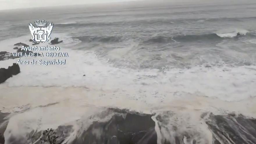 La Orotava cierra la Playa del Bollullo por el mal estado del mar