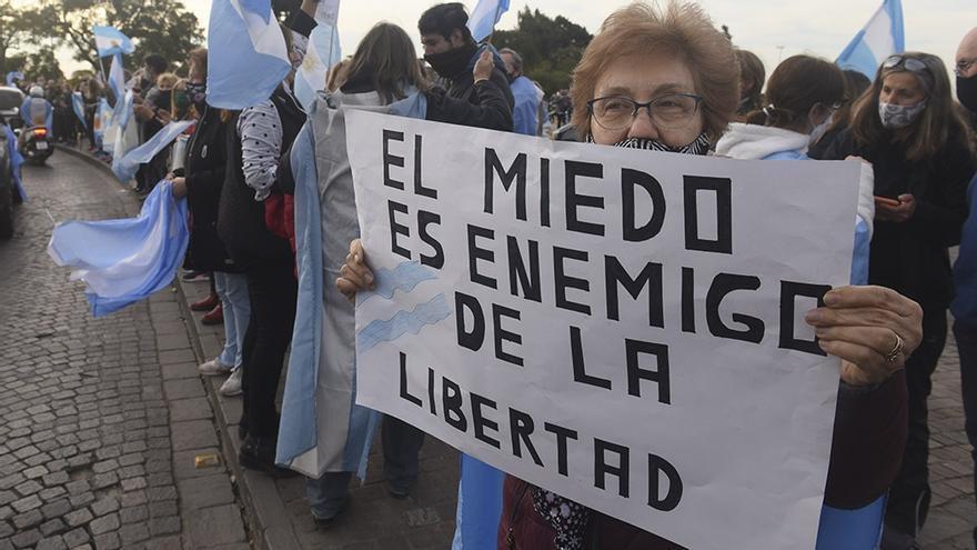 Marcha anticuarentena en Rosario