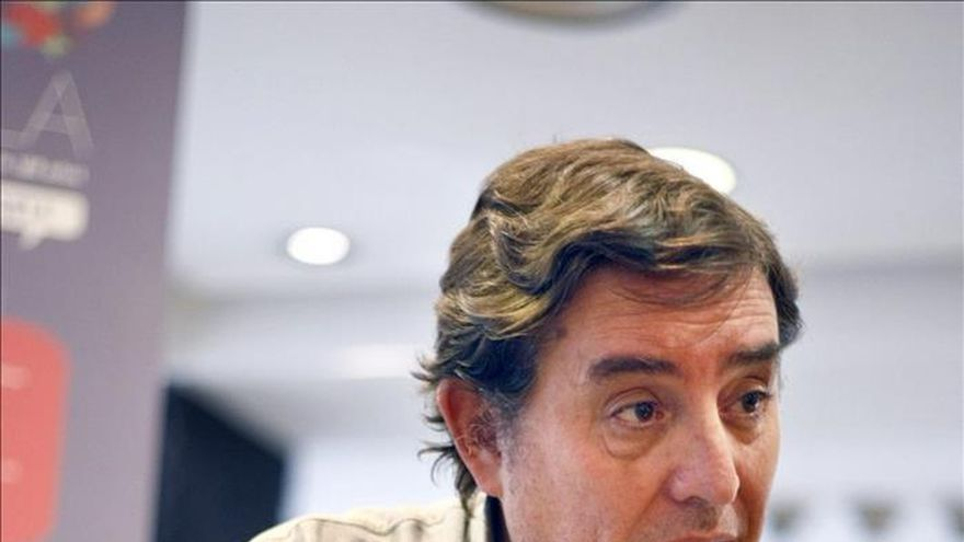 """IUCM apoya la posible candidatura de García Montero por su """"amplio consenso"""""""