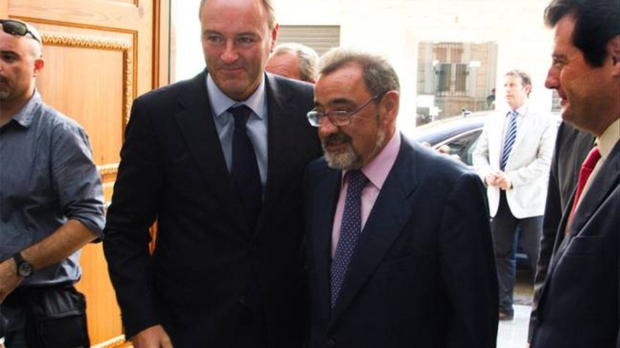 Alberto Fabra con José Vicente González, presidente de Cierval.