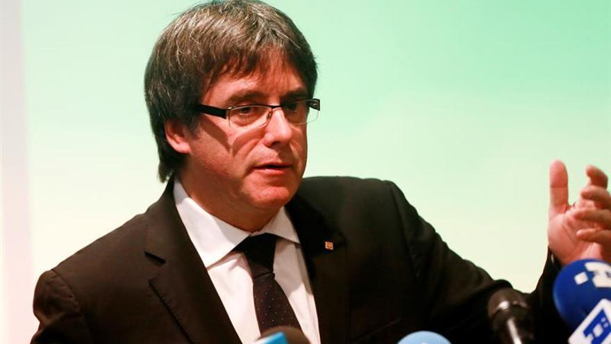 """Puigdemont acusa al PSC de ser """"cómplice del expolio"""" de los bienes de Sijena"""