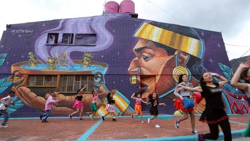 """""""Los colores del viento"""" dan una nueva cara a las barriadas de los cerros de Bogotá"""