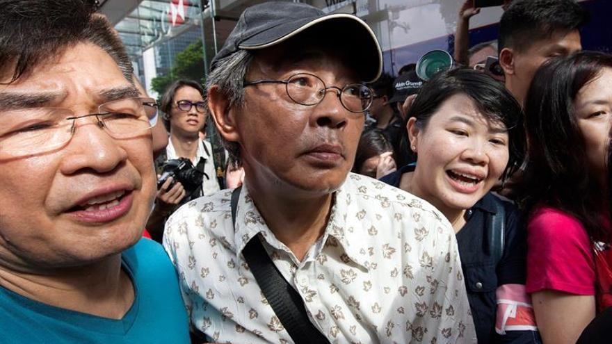 El jefe de Ejecutivo hongkonés transmitirá a Pekín preocupación por librero