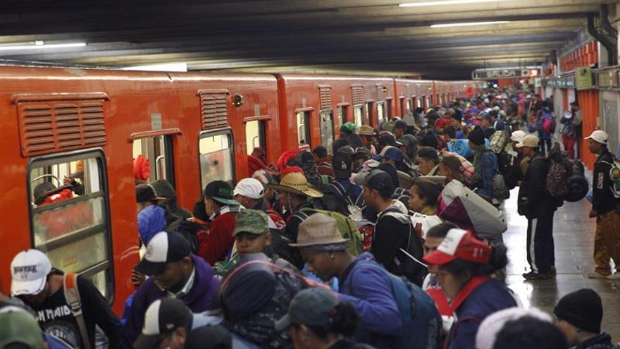 Caravana migrante abandona en su totalidad Ciudad de México rumbo al norte