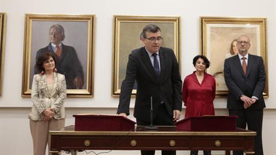 El secretario de Estado de Relaciones con las Cortes, José Antonio Montilla, es el encargado de canalizar la preguntas escritas