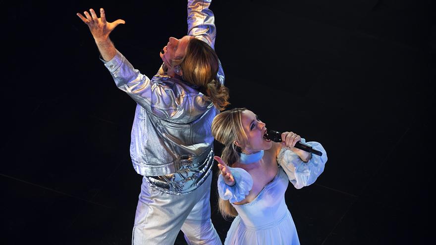Will Ferrell y Rachel McAdams, en una escena de la película de Eurovisión