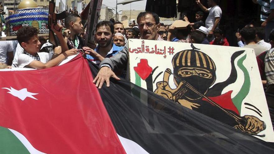 Miles de jordanos se manifiestan para condenar las medidas israelíes en la Explanada