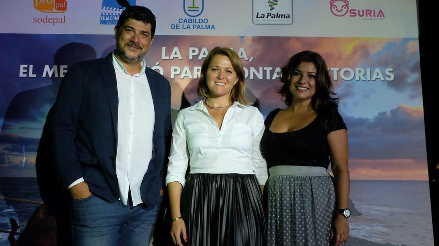 Alicia Vanoostende (c), con los responsables de La Palma Film Commission, oficina dependiente de la empresa pública Sodepal de Cabildo.