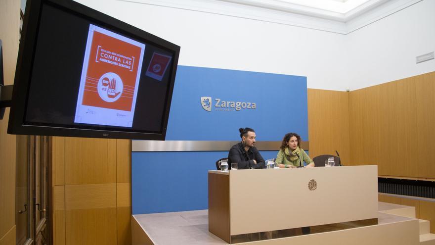 La concejala de Igualdad, Arantza Gracia, y el presidente de Aragón en Vivo, Pablo Cano.