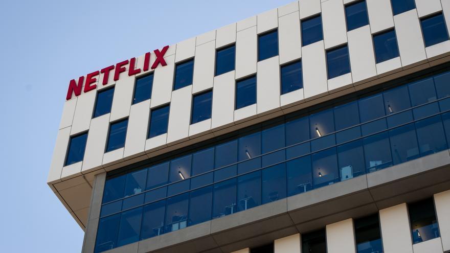 """Netflix prueba un modo """"aleatorio"""" de contenido para indecisos"""