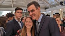 Isabel Hernández Aguado con Pedro Sánchez.