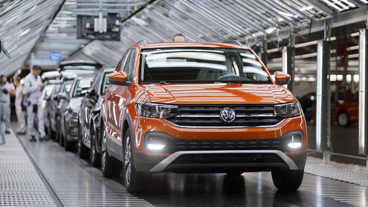 Cadena de montaje del modelo T-Cross en la planta de Volkswagen Navarra