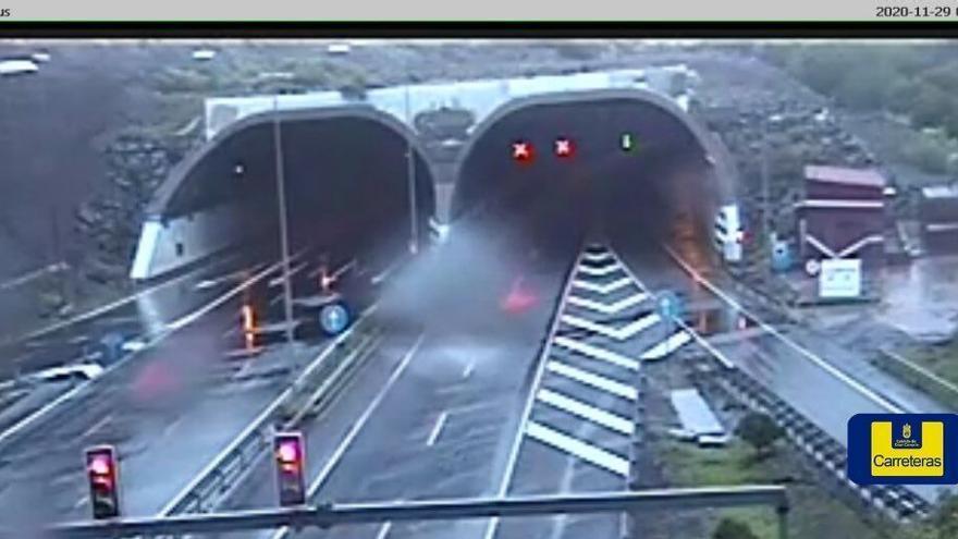 Las fuertes lluvias durante la madrugada obligan a cerrar el túnel de La Ballena de la capital grancanaria