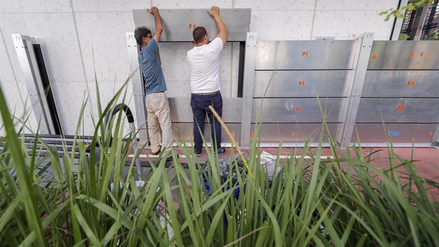 La carrera desesperada de Florida para conseguir agua, gasolina y protección