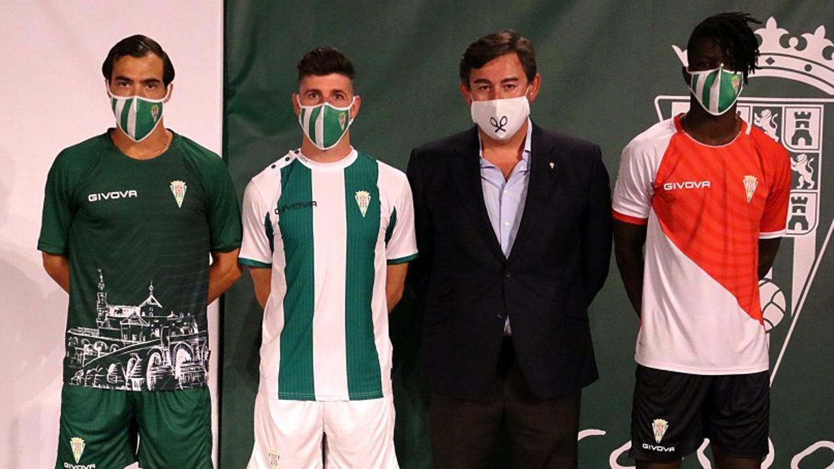 Presentación de las camisetas del Córdoba en 2020