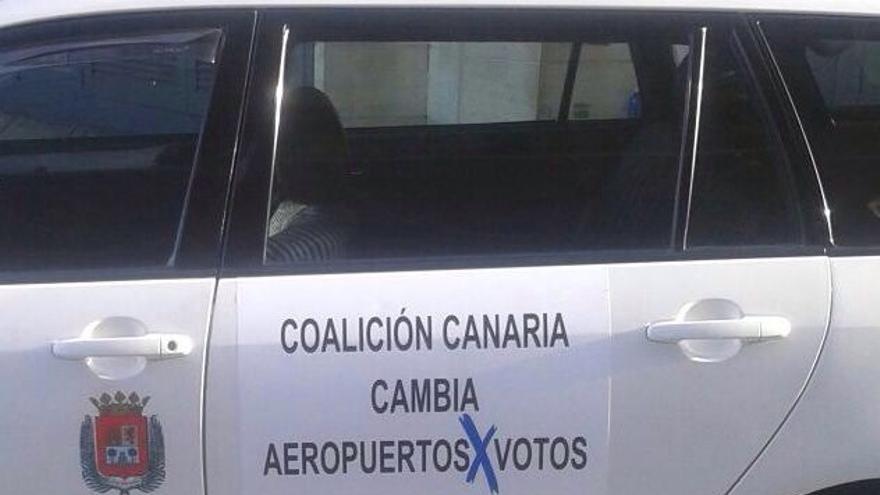 Pegatinas que lucen algunos de los taxis de Las Palmas de Gran Canaria.