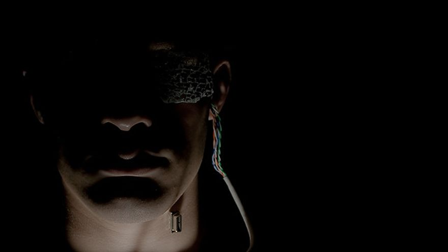 Cíborg: Ser formado por materia viva y dispositivos electrónicos
