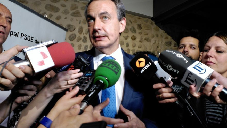 """Zapatero apela a la responsabilidad de los partidos en Andalucía, aunque entiende que la decisión """"no es fácil"""""""