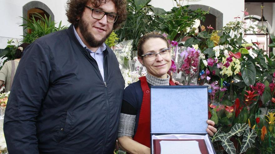 Ana Lorenzo Rodríguez con el concejal de Mercado, Juan José Neris.