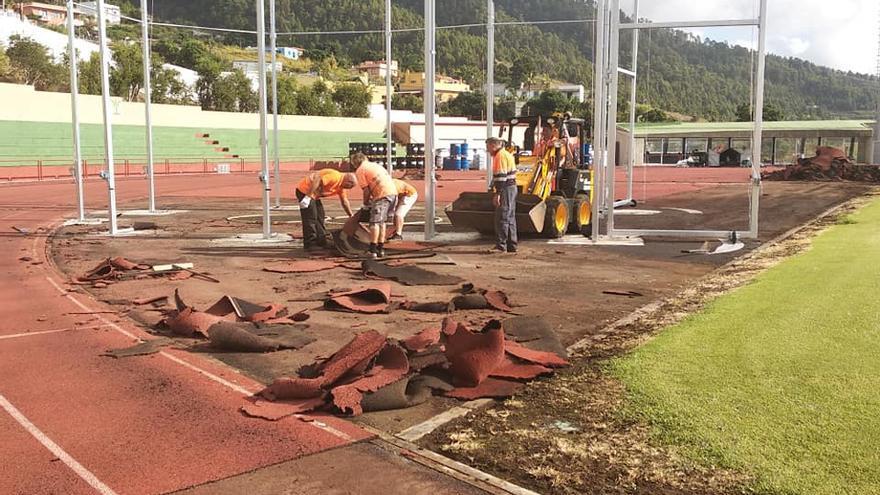 Obras en la pista de atletismo de la Ciudad Deportiva de Miraflores.