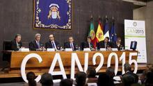 El presidente del Gobierno de Canarias, Paulino Rivero, durante la inauguración de la I Cumbre Internacional de Energías Renovables CAN2015. Foto:  EFE/Ramón de la Rocha