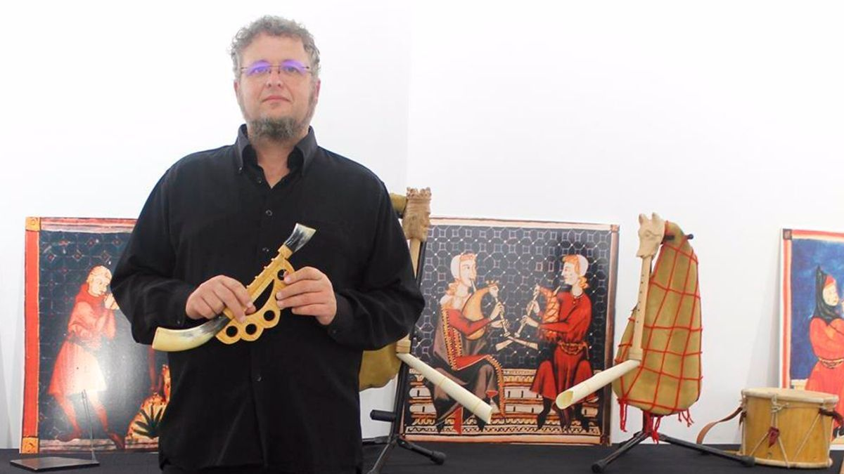 Jota Martínez da voz a instrumentos alfonsíes con ocho siglos de historia.