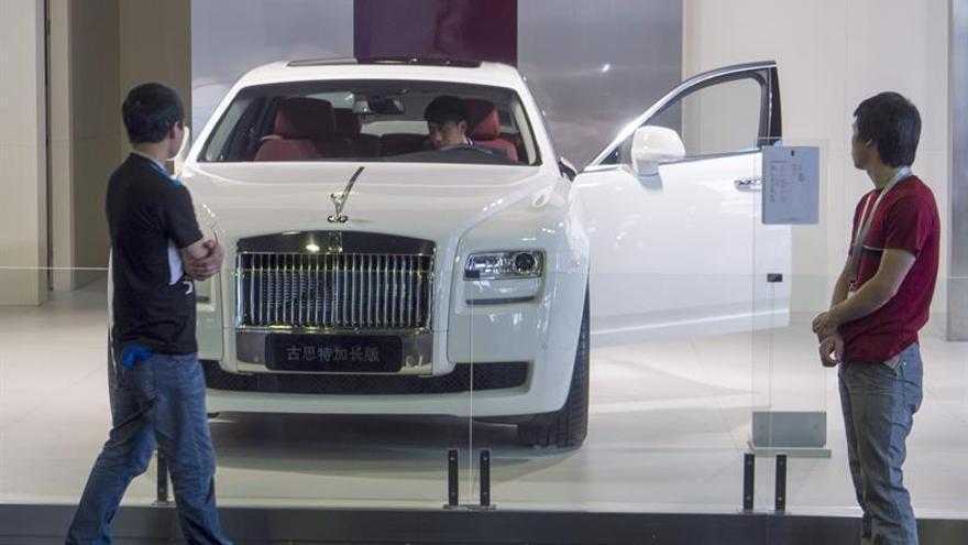 China introduce un impuesto del 10 por ciento para los vehículos de superlujo