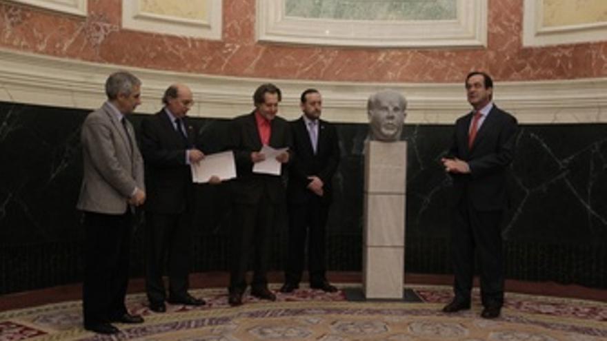 José Bono Preside La Entrega Del Busto De Azaña En El Congreso
