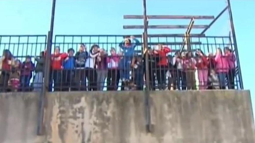 Niños protestando Canal 9