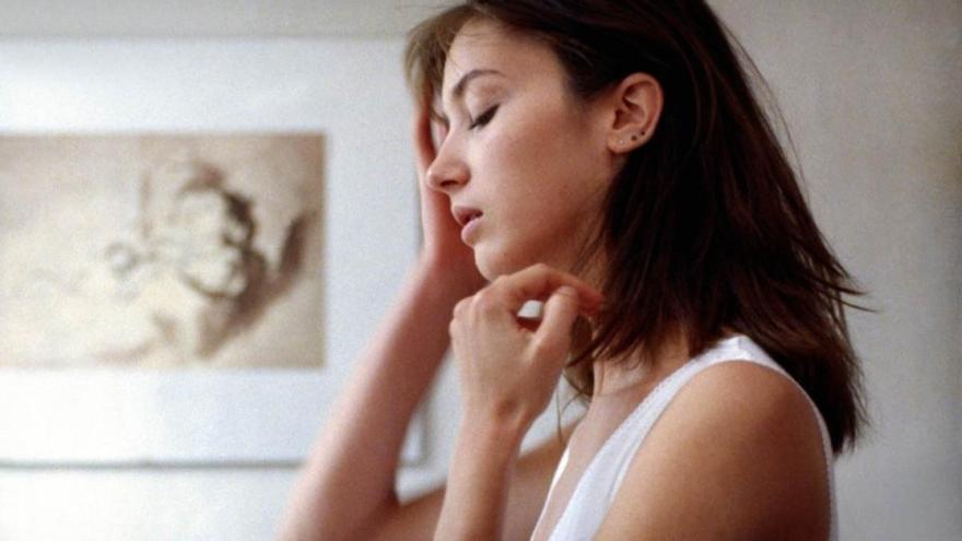 La actriz Myriem Roussel interpreta a una joven apabullada por un embarazo milagroso