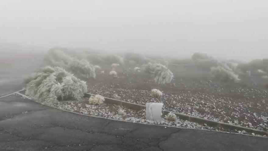 El primer temporal del otoño deja nieve en el Teide