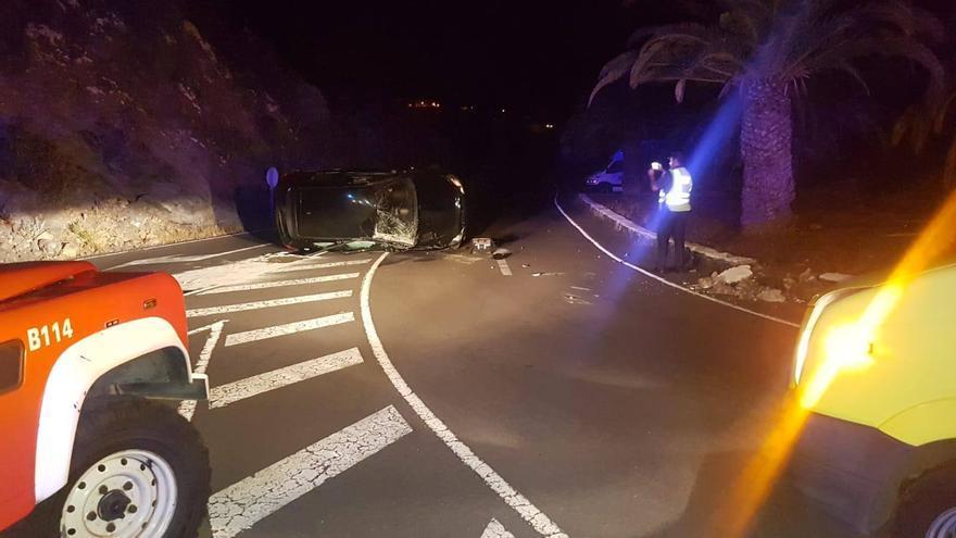 Imagen del accidente en la carretera del Aeropuerto.