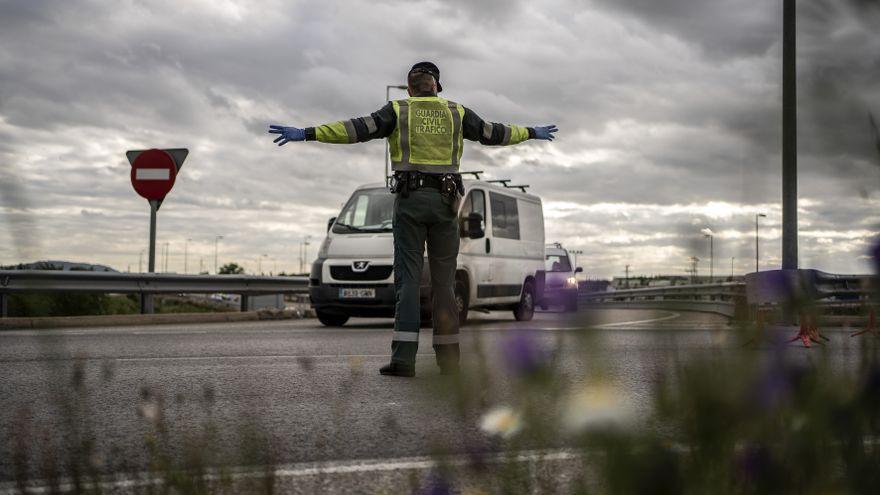 Control policial a la salida de Madrid / Olmo Calvo