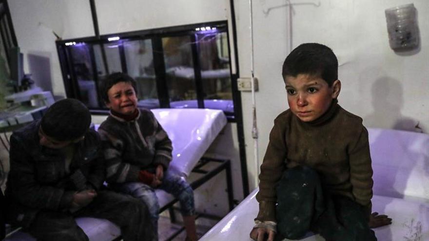 Suben a 100 los muertos por ataques en un feudo opositor sirio cerca de Damasco