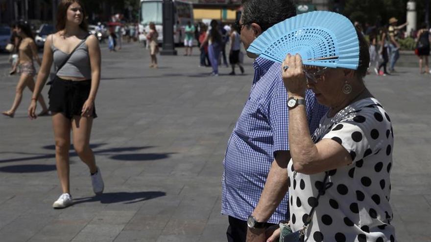Cómo protegerse y prevenir los efectos en la salud de la ola de calor