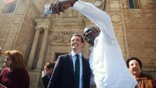 El líder del PP, Pablo Casado, este martes, durante su visita a Almería.