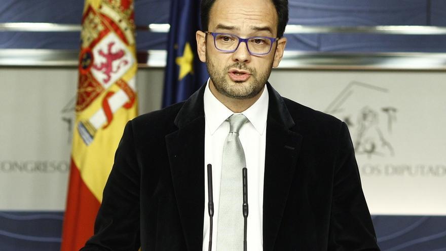 """El PSOE emplaza a Podemos a reunirse mañana y avisa a Pablo Iglesias de que es la """"gran esperanza"""" de Rajoy"""