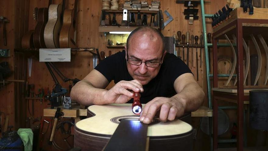 El luthier Daniel Gil de Avalle, Premio Nacional de Artesanía 2016
