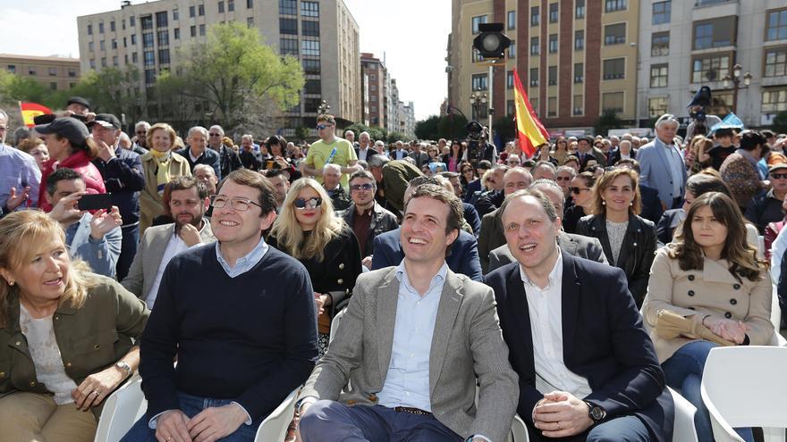 Pablo Casado y Daniel Lacalle en un acto de precampaña.