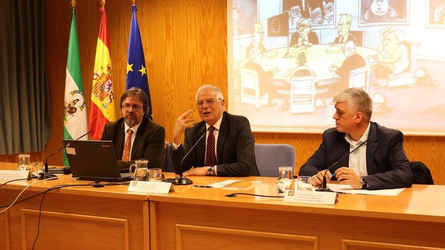 Borrell confirma que cesará a Morenés y a Moragas y espera decidir los relevos pendientes en los próximos días