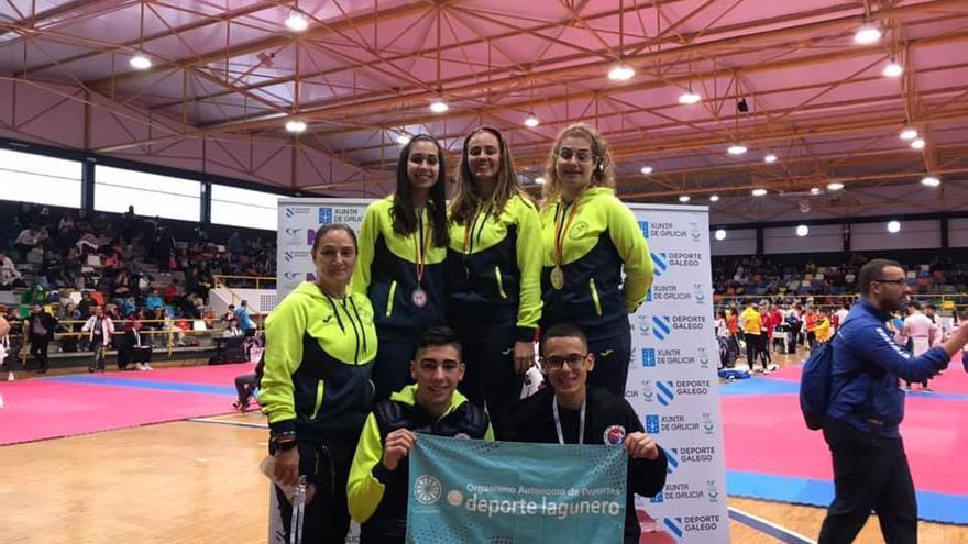 Expedición de la Escuiela Taekwondo La Laguna que tomó parte en el Ciudad de Pontevedra.