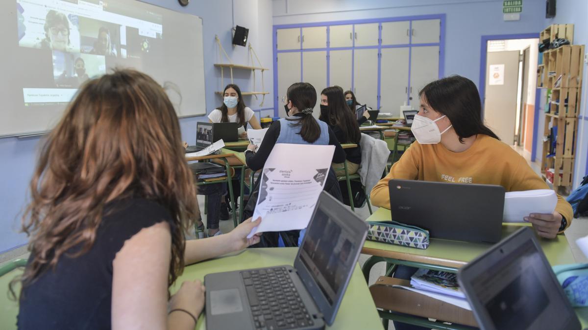 Estudiantes de una ikastola, en una sesión telemática