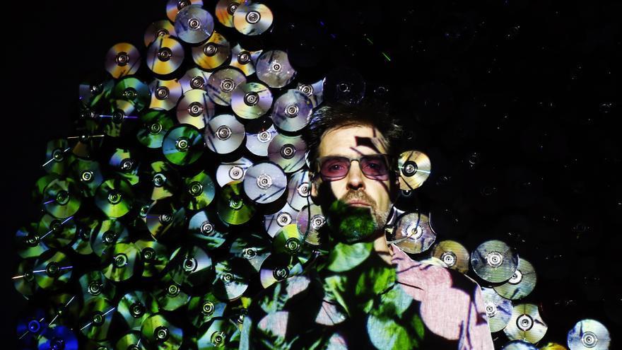 El artista Daniel Canogar que presentó la exposición Sikka Magnum en el Palacete del Embarcadero. | ESTEBAN COBO